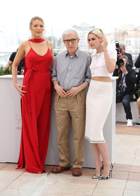 Kristen-Stewart-y-Blake-Lively-Photocall-de-la-película-Cafe-Society-durante-la-69-edición-del-Festival-de-Cannes.